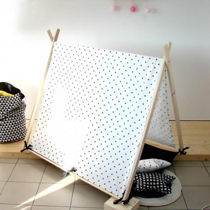 Zelt mit Matte, weiße Pros von schwarzer und gelber Matte