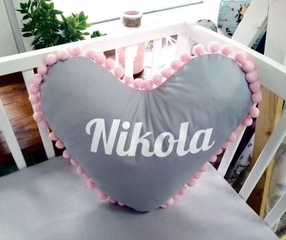Poduszka z imieniem Nikola w kształcie serca