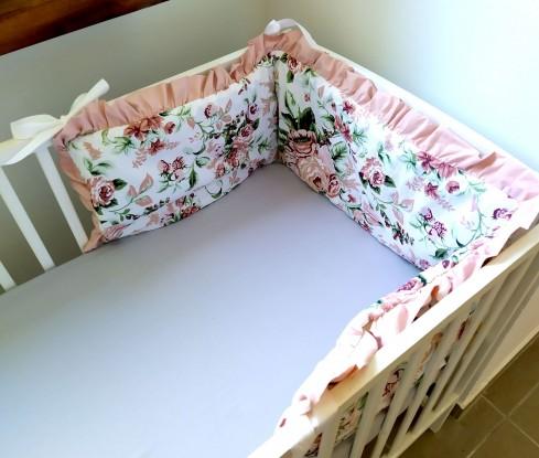 Ochraniacz do łóżeczka Róże z falbanką